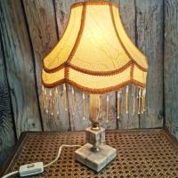 Малка настолна лампа със стойка от оникс