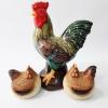 Петел с две кокошки