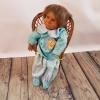 Кукла върху столче